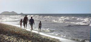 family-in-beach-margarita-island-1432362-1278x586